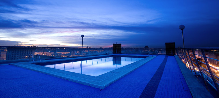 hotel con piscina y vistas en valencia expo hotel valencia